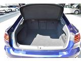 リヤシートを倒せば大きな荷物を載せられます。