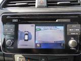 上空から見下ろしているかのような映像をディスプレイに映し出しスムーズな駐車をサポートするアラウンドビューモニター