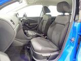 運転席助手席です。安全装備をオプションで追加するのは日本的発想。フォルクスワーゲン車はサイドエアバッグを全車標準で装備しております。