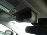 天井のセンターにはサングラスホルダーがすぐに取り出しやすくなっております。