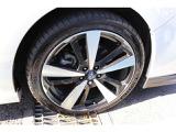 純正18インチアルミホイール 装着タイヤサイズは225/40R18です♪ 残り約5ミリ 2018年製となっています