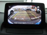 バックカメラ付きで駐車場の車庫入れをサポートします。