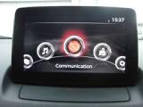 エンターテイメントやナビゲーションの情報を表示する独立型のディスプレィ。どんな体格のドライバーでも安全に情報を確認できるよう、ダッシュボードの上面の最適な位置にレイアウトしています。
