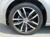 (Connect専用アルミホイール)車種グレードごとに設定されており、デザインにすっきりとマッチした印象です。