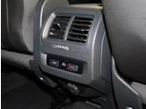 後部座席でもエアコンの温度調節可能です。