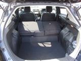 後部座席を両側倒した状態は荷物がたくさん入り使い勝手が良いです♪