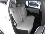 運転席&助手席  運転席にはシートリフター(高さ調整機能)付きなので身長に関係無く運転しやすいポジションが取れます。 運転席&助手席にはシートヒーターを装備!