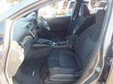 幅広いドライビングポジションのフロントシート。「センターアームレストコンソール ロングドライブの快適性に加え小物入れも設置」