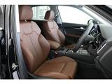 パーシャルレザーシート(人工革)。ホールド感のあるシート。少し硬めのシートが長距離ドライブをサポートします。