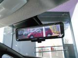 後席の同乗者・ヘッドレスト・積載物などで遮られがちな後方視界をスマートルームミラーで確保。車両後方カメラ映像をルームミラーに映し出すことで車内の状況に関わらず後方視界は常にクリアです!
