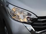 ヘッドライトの角度は運転席で調節できます。