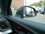 斜め後方から接近する車両を感知しドライバーに警告するサイドアシスト。