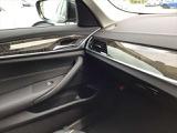 周囲の明るさに応じて自動的にヘッドライトをオン/オフするオートライトシステムを装備しております。