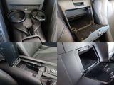 座席中央後方と、運転席背もたれ後方にはふた付きストレージボックスがあり、実用性で不満を感じさせないだけの収納スペースが確保されております
