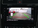デザイン性に優れたエンブレム収納タイプのリヤカメラとパーキングセンサーを装備しておりますのでバック時も安心です。