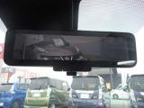 スマートルームミラーはバックドアについているカメラで広範囲で捉えミラーに映し出します。