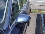 ドアミラーウィンカーが付いています。右折、左折、ハザードなど周りの車にもわかりやすく伝えられます。