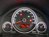 スピードメーター内には、時刻、瞬間平均燃費、走行距離などを表示できるマルチファンクションインジゲーターを設置!