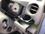 運転席側のドリンクホルダーです。エアコンの風が直接あたりますので、快適温度を出来るだけキープします♪