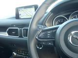 運転しながらでも操作しやすいオーディオステアリングスイッチです。