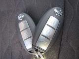 キーを取り出すことなくドアの施開錠、エンジンの始動が可能で便利な「インテリキー」付きです。