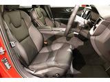 運転席助手席には、標準装備のシートヒーターが装着され、運転席のみメモリー機構付電動シートで、ドライビングポジションの設定、登録が可能です。