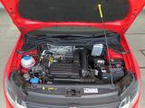 1.2LTSIエンジン:直噴技術と過給機を組み合わせ、燃料を向上させながら力強いパフォーマンスを発揮するTSIエンジン。各パーツの小型化やウェストゲートの電子制御化などで、高効率と低燃費を実現。