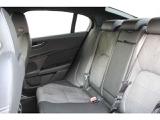 リヤにもエアコン吹き出し口を配備。全員が快適なドライブをお楽しみ頂けます。