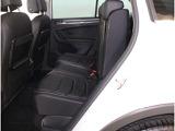 落ち着いた内装色に充実した装備で、快適なカーライフをお過ごしください。