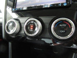 フルオートエアコンです。設定温度で室温を調整いただけます。使いやすいようパネルにスイッチを集約!