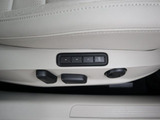 電動+シートメモリーも装備しております。