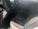 1年間の安心保証(走行距離無制限)新車と同様の保証を用意。消耗パーツ、オイル類対象外部品などをのぞく純正部品で、万一不具合が生じた場合は、全国のプジョー販売店で無償修理が受けられます。