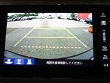 ギヤをRに入れるとナビの画面に後ろの映像が映るリヤカメラ付!後退時の安全確認やコンディションの悪い視界でもカラーバックモニター&ガイドラインがドライバーをサポート☆☆☆