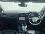 運転するのが楽しくなるような、最新設備を備えた上質でスポーティーな空間。