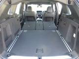 トランクになっています。BMWはランフラットタイヤを使用している為、スペアタイヤを装備する必要が無く大きな容量の荷物を入れることができる。