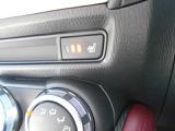 運転席&助手席シートヒーター。座面と背もたれをすばやく暖め、寒い時期にも快適な運転環境を提供します。