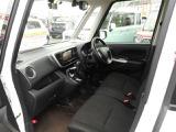 開けた視界とスッキリとしたインパネシフトで、運転中にストレスを感じない前席空間です!