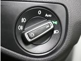ヘッドライトスイッチは操作のしやすい大きなダイヤル式 オートライト機能付き