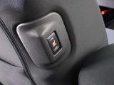 寒いときに助かる前席、後席にヒーター付シートのスイッチつき!