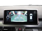 バックカメラとPDCが装備されており、前後左右の視界も確保され、ご安心して車庫入れが可能となります。