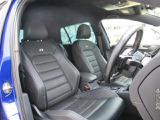 (運転席助手席) 全席ブラックレザーシート、運転席助手席にはシートヒーター、更に運転席にはシートメモリー付パワーシートを装備。