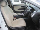 アームレスト付フロントパワーシート。ドライバーズシートは、シートメモリー機構付きです調整機構付きです。シートポジションを微調整できますのでお使いやすい位置で快適ドライブを!