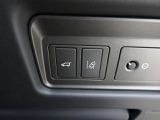 レーンデパーチャーワーニング(45,000円)「車線逸脱時にハンドルを振動させ、ドライバーへ警告をしてくれる機能です。」