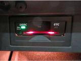 ■前席左右独立調整機能付きオートエアコン/各々の席で温度調整ができますので、各自に合った温度を設定できます!