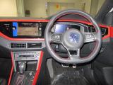 全てはドライバー中心に作られたコックピット、シンプルながらあらゆる装備がブラインドタッチで操作できるように配置されています!