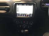 オーディオナビゲーションシステム8.4インチUconnect(CarPlay対応)標準装備!