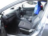 フロントシートはマニュアル式となっており手動での調整となります。