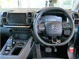 12.3インチのフルデシタルパネルはスピードメーター、タコメーター、トリップコンピューターを表示します。スピードメーターはシトロエン伝統のボビンメーター表示です