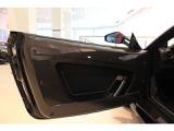 Scuderiaドアパネルはカーボンファイバー製です
