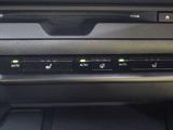 「レクサスクライメイトコンシェルジュ」を採用。オートエアコンと連動して、シートヒーター、ステアリングヒーターを緻密に制御し、一人ひとりに最適な心地よさを提供します。